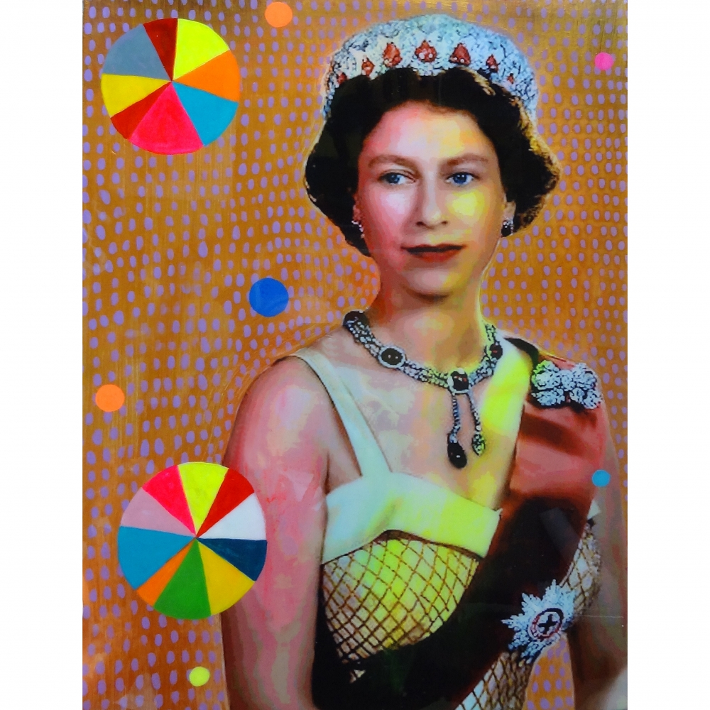Queen with Beachballs 7 by Helene Lacelle